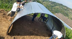 Temporary shelters made by the local organizations, working on the green sector.